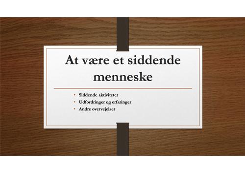 """Powerpoint forside af præsentationen """"At være et siddende menneske"""""""